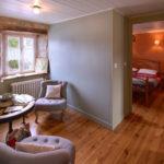 Salon et chambre à l'étage au Gite de Fournels